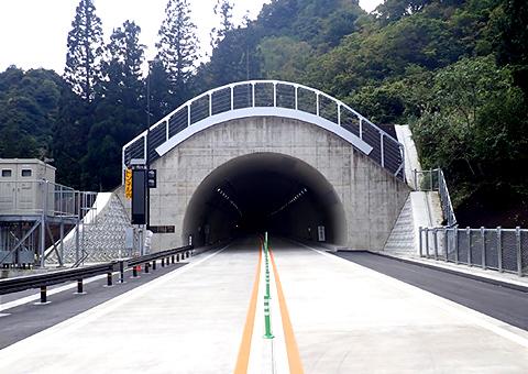 国道253号欠之上地区(新潟県)